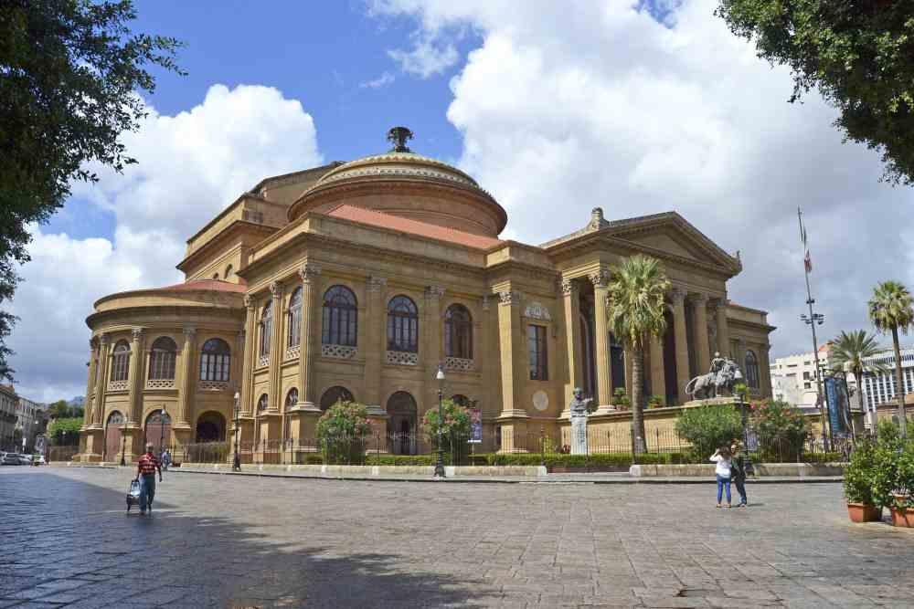 Palermo: annullate dal sindaco Orlando le fiere dei morti